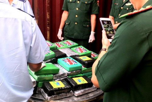 100 bricks of cocaine detected in imported scrap container hinh anh 1