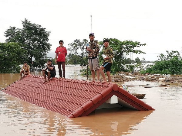 CMVietnam ready to help Laos overcome dam collapse hinh anh 1