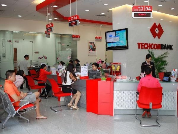 Techcombank's pre-tax profit doubles in first half hinh anh 1