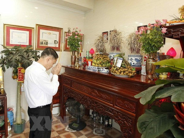 Vietnam News Agency honours war martyrs, invalids hinh anh 1