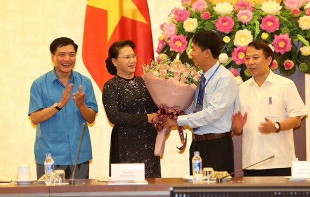NA Chairwoman meets with outstanding workers hinh anh 1