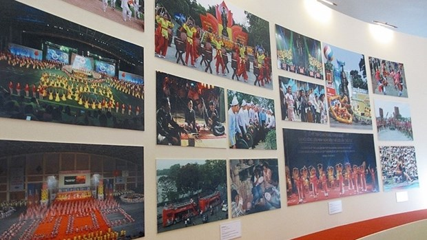 Photo exhibition on Hanoi's development after 10 years of expansion hinh anh 1