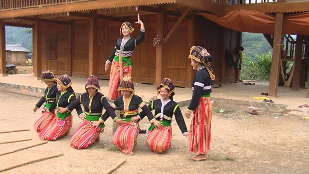 Cong ethnic people make efforts in preserving folk art hinh anh 1