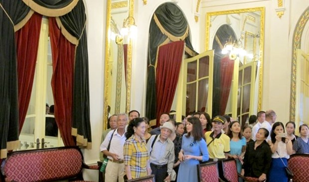 Tours to Hanoi's Opera House put on hold for repairs hinh anh 1