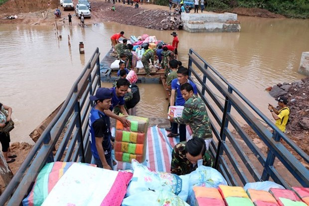 More aid from Vietnam reaches survivors of Lao dam collapse hinh anh 1