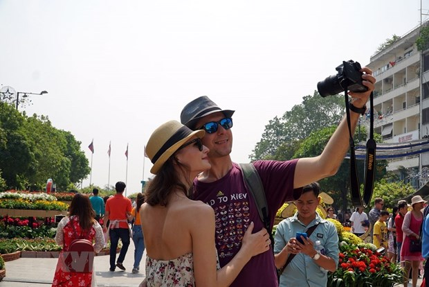 Vietnam greets over 9 million foreign tourists in seven months hinh anh 1