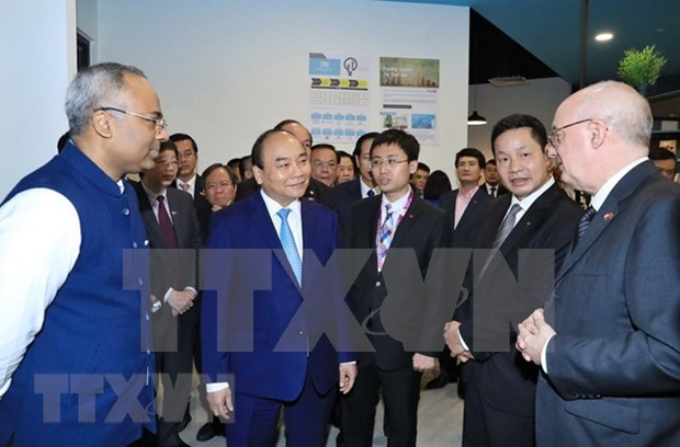 Vietnam, Singapore continue to explore new areas of cooperation hinh anh 4