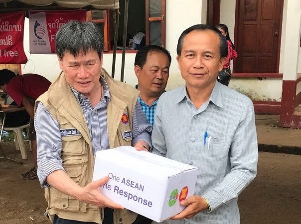 ASEAN Secretary General visits victims of Lao dam collapse hinh anh 1