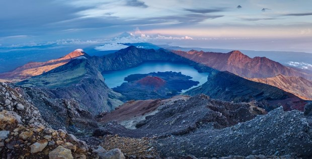Indonesia: Over 1,000 hikers evacuated from Mt. Rinjani hinh anh 1