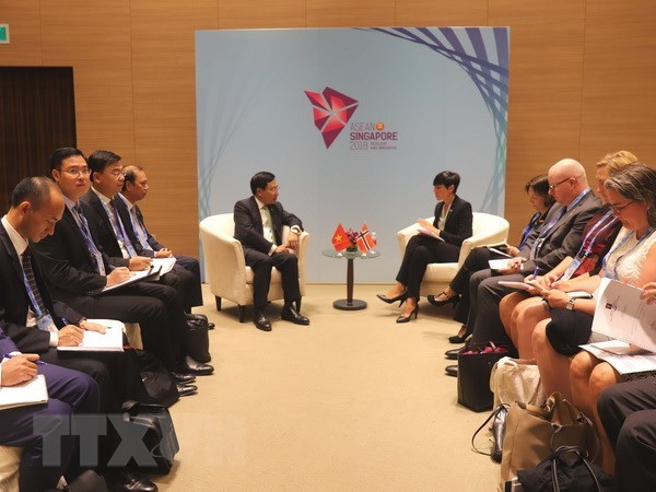 Deputy PM Pham Binh Minh meets with Cambodia, Norway foreign ministers hinh anh 2