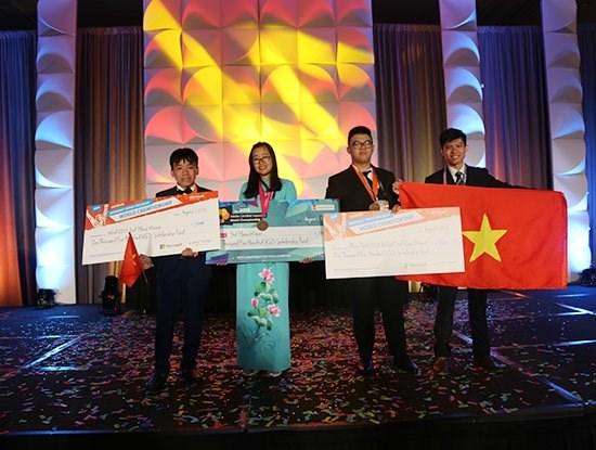 Vietnam wins three bronzes in world informatics, design contests hinh anh 1
