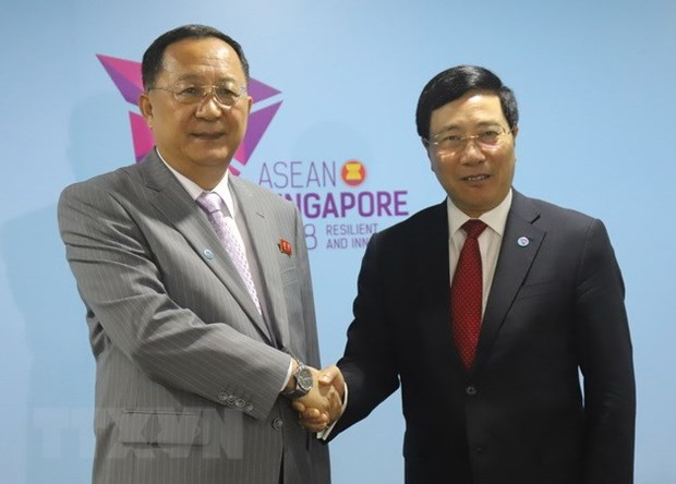 Vietnamese Foreign Minister meets with DPRK counterpart hinh anh 1