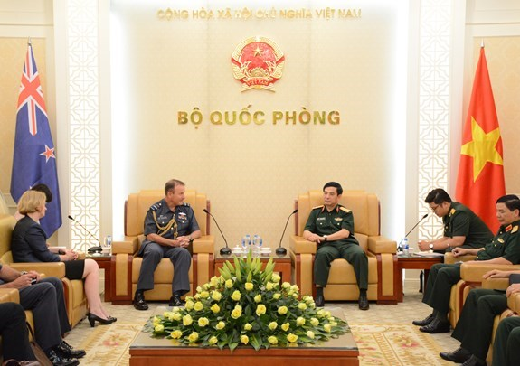 Vietnam, New Zealand step up defence ties hinh anh 1