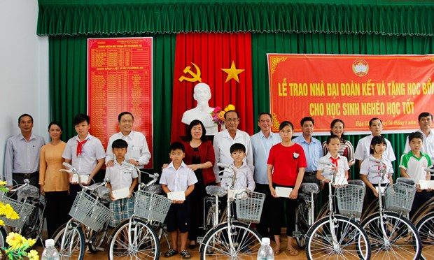Fatherland Front aids disadvantaged residents in Hau Giang hinh anh 1