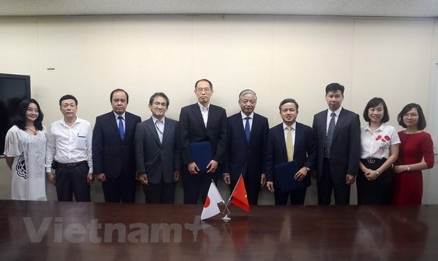 Vietnam, Japan sign cooperation deal on orderly training hinh anh 1