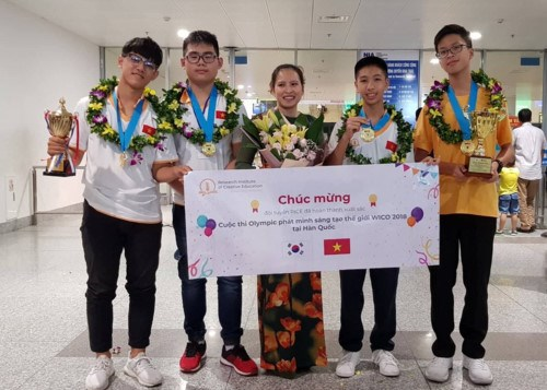 Vietnamese students earn big at Invention Creativity Olympic 2018 hinh anh 1