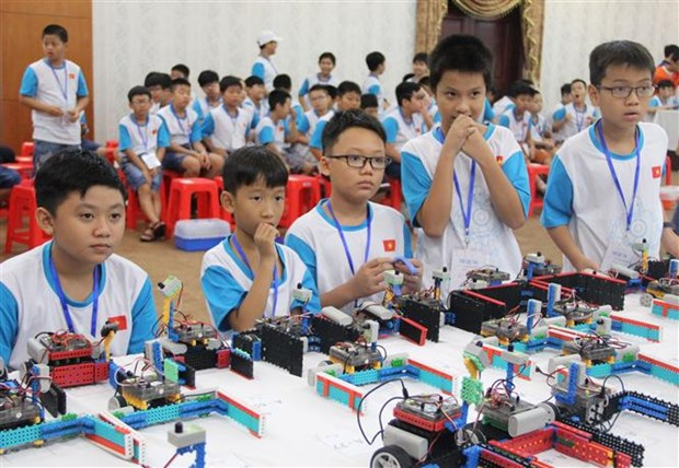 About 150 young students attend Vietnam Robot contest hinh anh 1