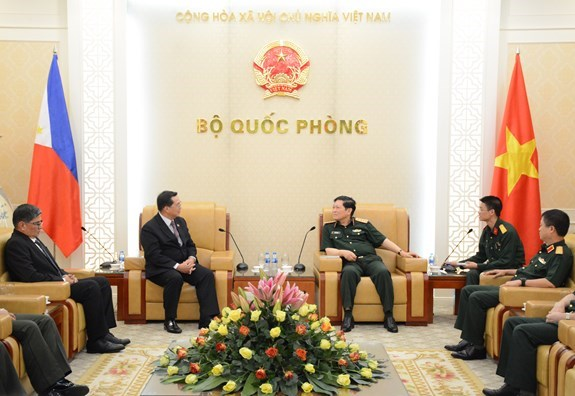 Vietnam treasures ties with Philippines: Defence Minister hinh anh 1