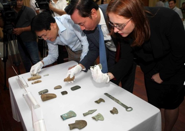 18 antiques returned to Vietnam hinh anh 1