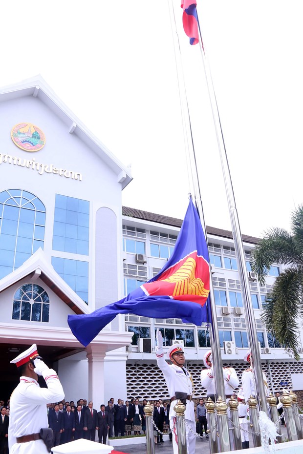Flag raising ceremony in Laos celebrates ASEAN's 51st anniversary hinh anh 2