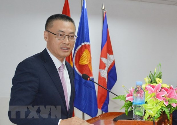 Diplomats discuss ways to support firms in int'l integration hinh anh 1
