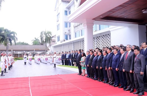 Flag raising ceremony in Laos celebrates ASEAN's 51st anniversary hinh anh 1