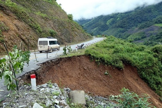 Ha Giang repairs landslide roads due to heavy rain hinh anh 1