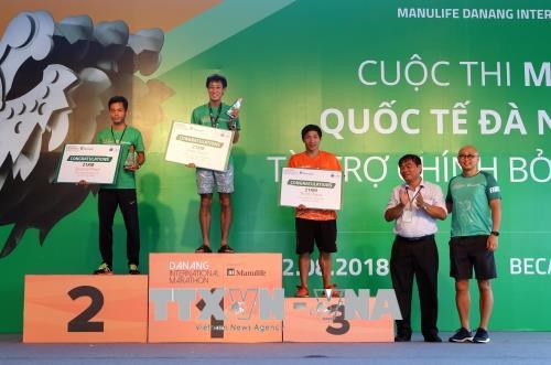 7,000 runners compete in 6th Manulife Da Nang Int'l Marathon hinh anh 1