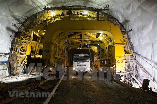 Cu Mong tunnel to be completed by year-end hinh anh 1