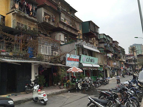 Hanoi faces difficulties in renovating old apartment buildings hinh anh 1