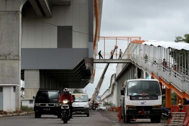 Indonesia strives to ensure smooth operation of LRT hinh anh 1