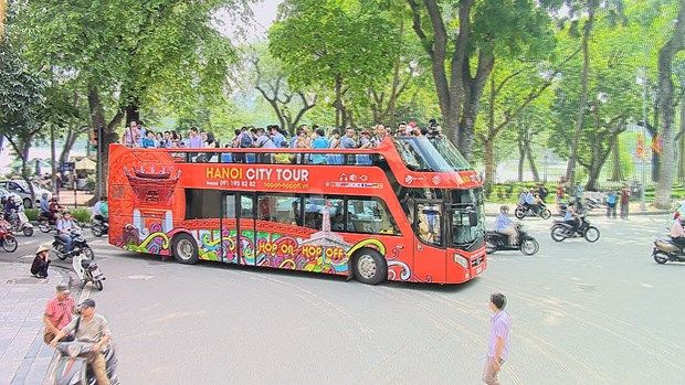 Hanoi hop-on hop-off tour costs less, offers more hinh anh 1