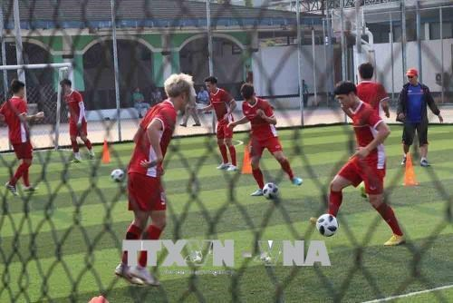 ASIAD 2018: Vietnam football team asked to hold private training hinh anh 1