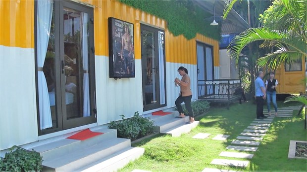 Colourful container hostel in Quang Binh attracts visitors hinh anh 2