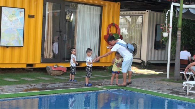 Colourful container hostel in Quang Binh attracts visitors hinh anh 3