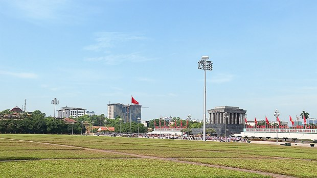 Hanoi hop-on hop-off tour costs less, offers more hinh anh 4