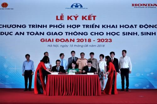 Programme to enhance traffic safety education for students hinh anh 1