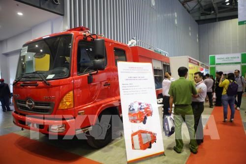 Advanced fire fighting, security technologies on display in HCM City hinh anh 1