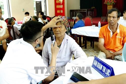 Hanoi: Health check-ups for locals in flooded areas hinh anh 1