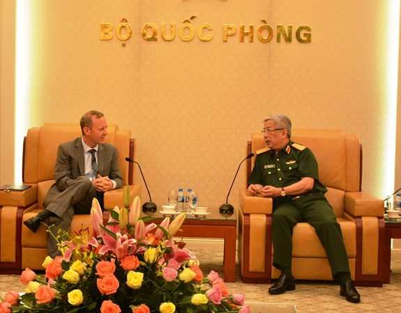 First Vietnam-UK defence policy dialogue slated for late 2018 hinh anh 1