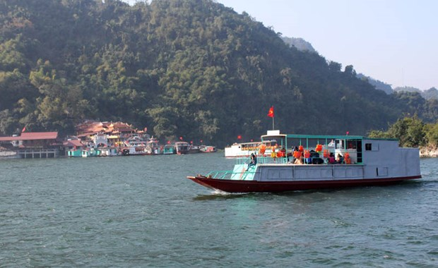 PM approves planning tasks for Hoa Binh Lake tourism site hinh anh 1