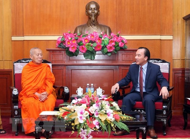 VFF Vice President receives Lao Buddhist official hinh anh 1