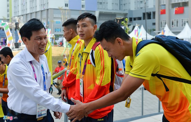 ASIAD 2018: Minister visits Vietnamese delegation in athletes' village hinh anh 1