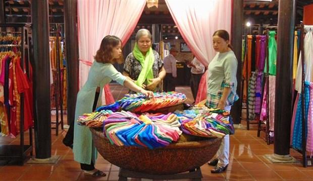 Vietnam, Japan honour traditional silk, brocade weaving hinh anh 1