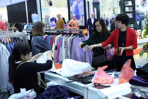 Garment companies are selling better abroad hinh anh 1