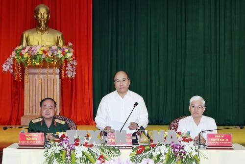 PM Phuc visits Army Corps 16 in Binh Phuoc hinh anh 1