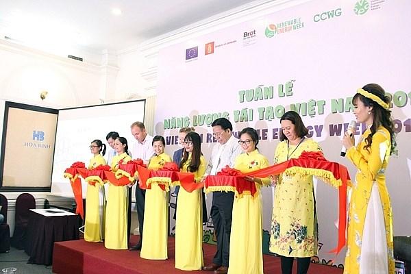 Vietnam Renewable Energy Week 2018 opens hinh anh 1