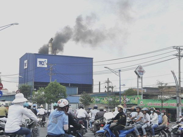Symposium alerts air pollution's impact on public health hinh anh 1