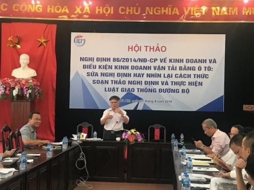 Experts discuss draft decree on auto transportation business hinh anh 1