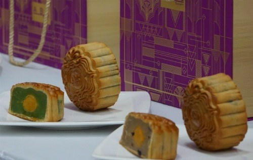 Moon cake makers start sales early this year hinh anh 1